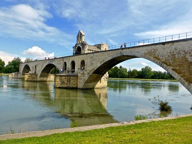 アヴィニョン歴史地区:法王庁宮殿、司教関連建造物群及びアヴィニョン橋の画像2
