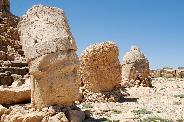 ネムルト・ダーの巨大墳墓の画像1