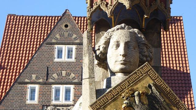 ブレーメンのマルクト広場の市庁舎とローラント像の画像2