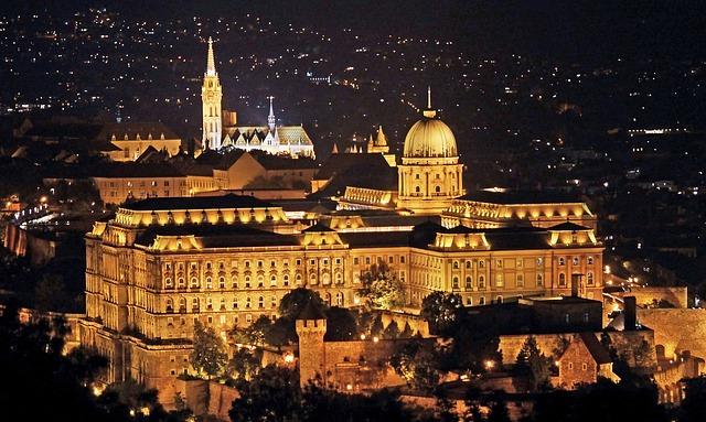 ドナウ河岸、ブダ城地区及びアンドラーシ通りを含むブダペストの画像2