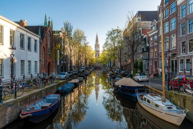 アムステルダムのシンゲル運河内の17世紀の環状運河地区の画像1