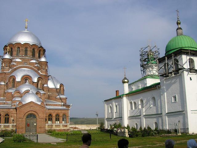 スヴィヤジツクの集落島の生神女就寝大聖堂と修道院の画像1