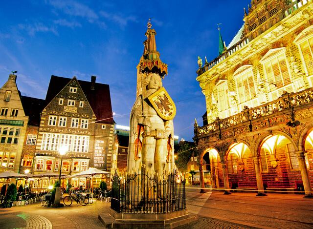 ブレーメンのマルクト広場の市庁舎とローラント像の画像3
