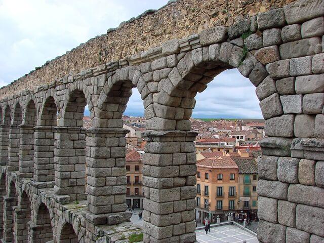 セゴビア旧市街とローマ水道橋
