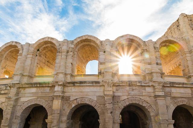 アルルのローマ遺跡とロマネスク建築