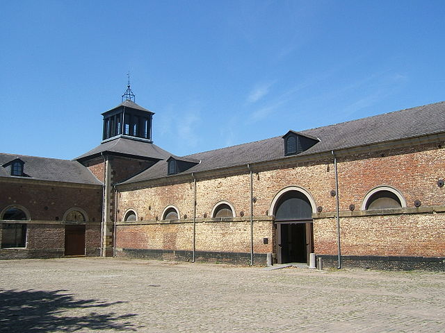 https://upload.si-p.net/img/1503283378_640px-Stables_at_Grand_Hornu.jpg