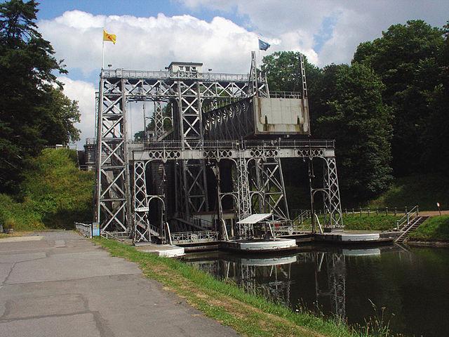 ラ・ルヴィエールとル・ルー(エノー)の中央運河にかかる4機の水力式リフトとその周辺環境の画像1