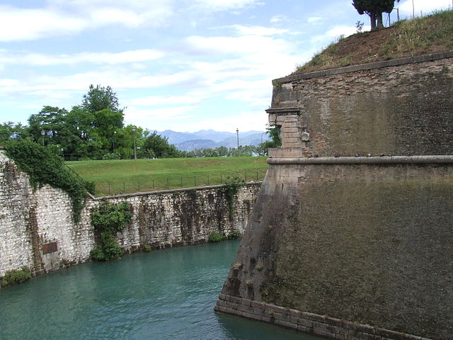 https://upload.si-p.net/img/1507618629_Fortress_Peschiera_del_Garda.jpg