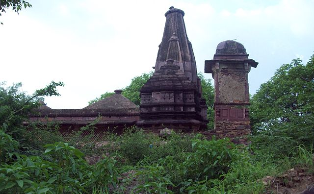 https://upload.si-p.net/img/1519849878_Ranthambore_Fort_Jain_Temple.jpg