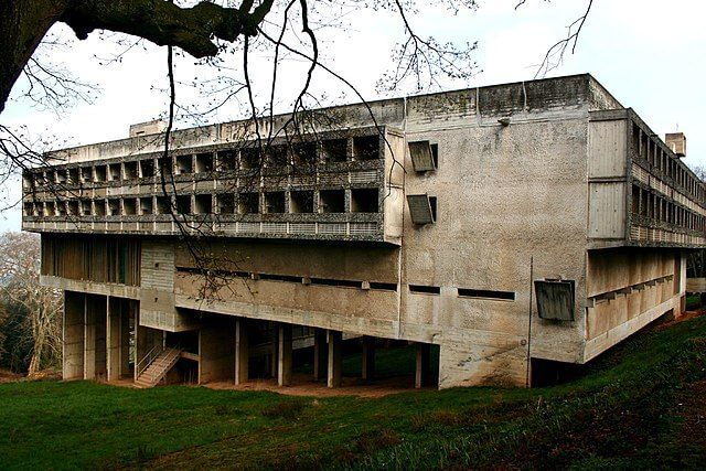 https://upload.si-p.net/img/1523178299_La_tourette-_arq_Le_Corbusier.jpg
