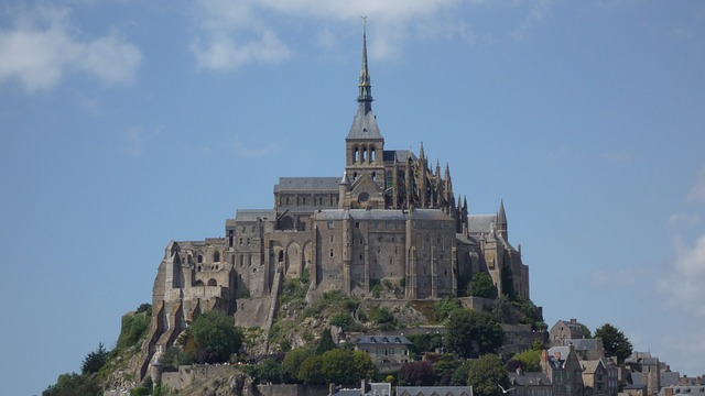 https://upload.si-p.net/img/1524073379_france-mount-saint-michael.jpg