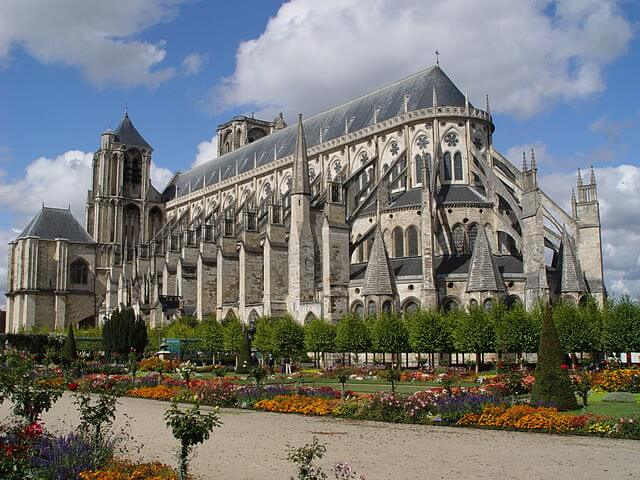 https://upload.si-p.net/img/1524074749_Cathedrale_Saint-Etienne_(Bourges)_2006.jpg
