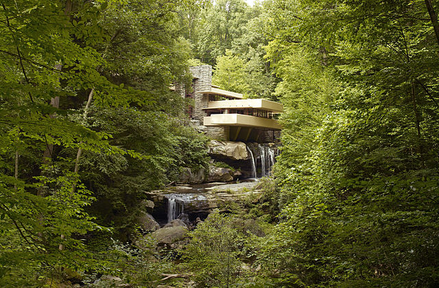 https://upload.si-p.net/img/1565608431_Fallingwater,_also_known_as_the_Edgar_J._Kaufmann,_Sr.,_residence,_Pennsylvania,_by_Carol_M._Highsmith.jpg