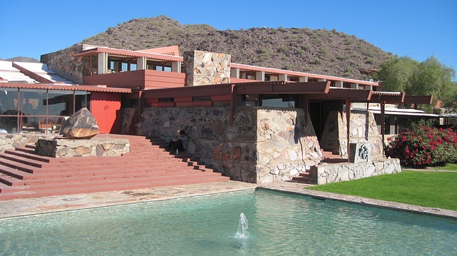 https://upload.si-p.net/img/1565610457_frank-lloyd-wright-taliasin_west.jpg